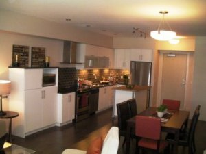 305 - 700 Martin Avenue [ Downtown ~ Kelowna North ]